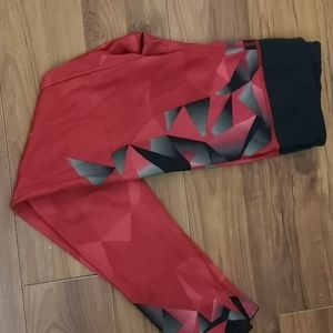 Red legging ( black and gray triangles)